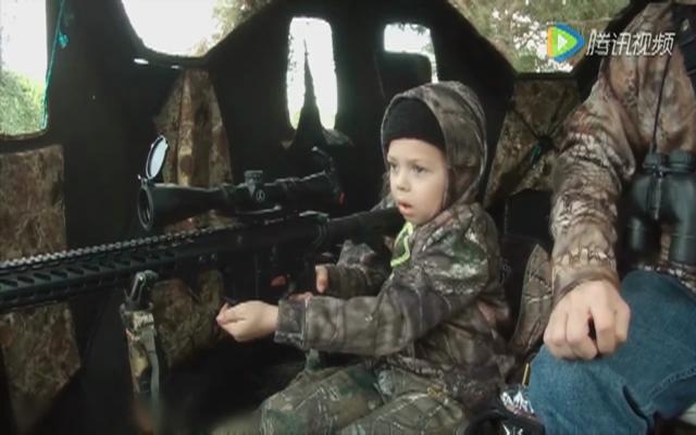 美国7岁女孩持长枪猎得一头鹿