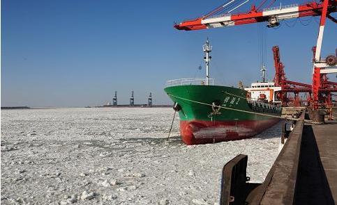 辽东湾海域遭遇海冰侵袭