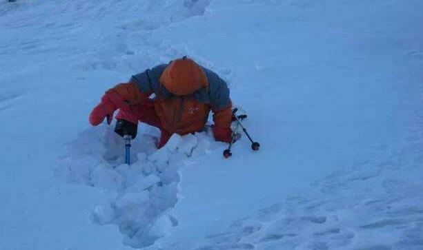 69岁无腿老人登顶珠峰 曾身患癌症4次挑战失败